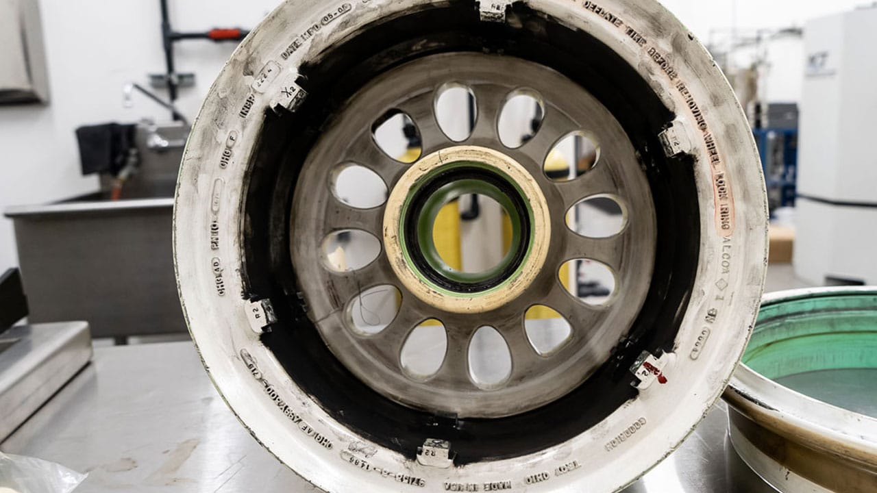 Aircraft Landing Gear HDI Wheel Washer Before 1280px